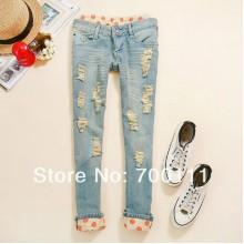 Рваные джинсы с отделкой в горошек